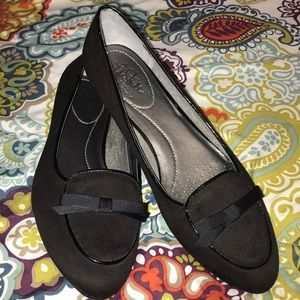 Life Stride Black Suede Loafers Size 8.5 With Bow